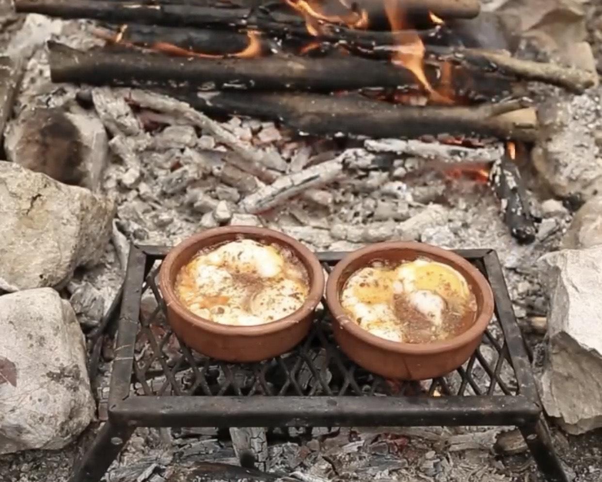 Mini Çömlekte Sucuklu Yumurta